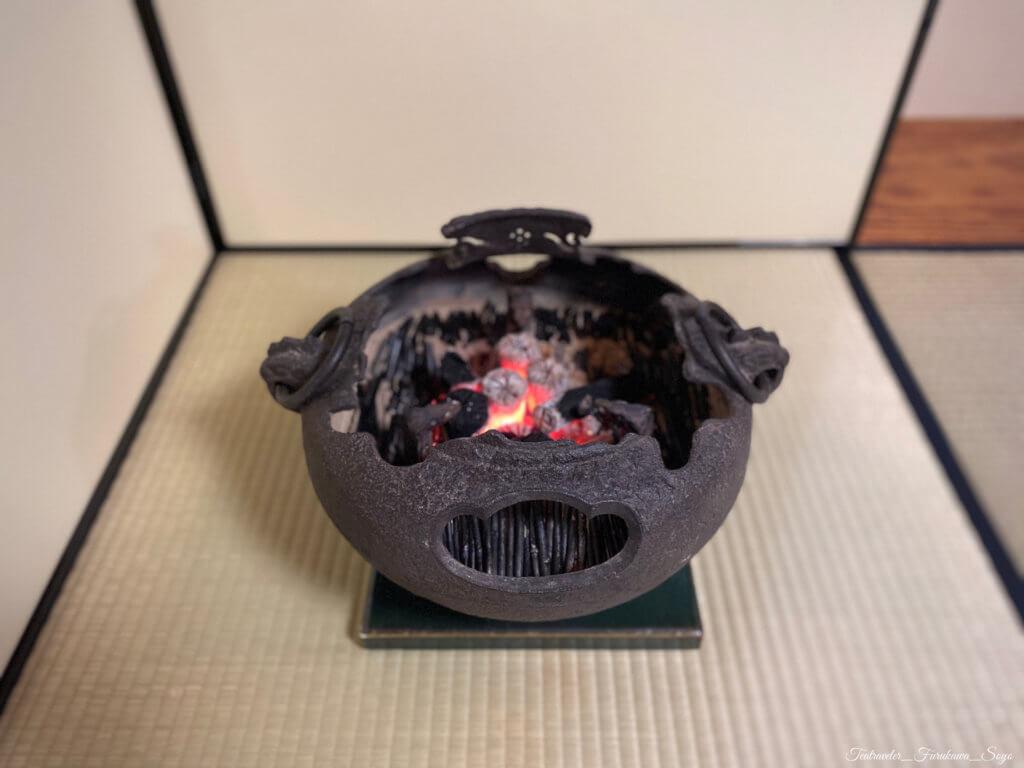 鉄風炉 藁灰 欠風炉 中置